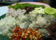 ยำหอยนางรมแบบแช่น้ำปลา