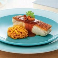 สเต็กปลากะพงแดงกับแกงเหลืองมะละกอผัดแห้ง
