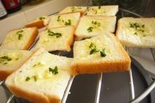 ขนมปังกระเทียมแบบโฮมเมด