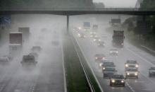 เคล็ดลับขับรถปลอดภัยหน้าฝน