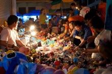 เที่ยวตลาดกลางคืน คลองถม (กรุงเทพมหานคร)