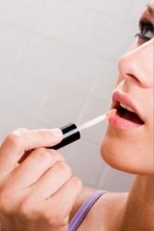 เตือน! สาวใช้ทิ้นท์ปลอมทาปาก เสี่ยงปากบวม
