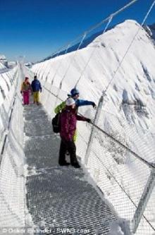 ฮือฮา เปิดตัวสะพานแขวนสูงสุดของโลก สัมผัสความสุดเสียว-เย็นยะเยือก