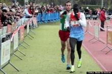 น่าชื่นชม เห็นคนนำเข้าเส้นชัยผิด ไม่แซง-เดินไปสะกิดเตือน ก่อนวิ่งตามเข้าที่ 2
