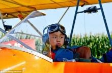 เคี่ยวเข็ญ จับลูกน้อยบังคับขับเครื่องบินสำเร็จ เรียกกินเนสส์บุ๊คบันทึกสถิติโลก