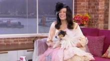 หญิงหม้ายหย่าสามี แต่งงานกับสุนัขตัวโปรดเพศเมีย