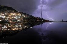 คนอังกฤษแห่ถ่ายรูปช็อตเด็ดฟ้าผ่าขณะเกิดฝนตกในหลายพื้นที่