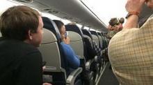 หญิงใจกล้า! อุ้ม หมูแคระ ขึ้นเครื่องบินก่อนโดนไล่