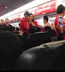 คู่รักจีนอาละวาด-สาดน้ำร้อนใส่แอร์ฯ บนเครื่องแอร์เอเชีย