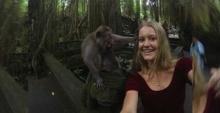 สาวอยากเซลฟี่กับลิง แต่สิ่งที่เกิดขึ้นคือ
