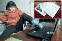 สุดทึ่ง! สาวสมองพิการ ใช้เท้าซ้ายเขียนนิยาย คนแห่ติดตามเพียบ!