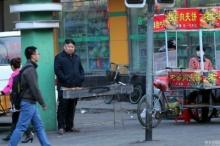 สะดุ้งเฮือก! เมื่อหนุ่มขายบาร์บีคิวธรรมดาๆ ดั๊นหน้าเหมือนผู้นำเกาหลีเหนือ เป็นไงมาดู!