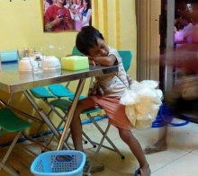 เบื่อเด็กตามตื้อขายของ จนมาเห็นภาพนี้แล้วทำให้ความคิดเปลี่ยนไป