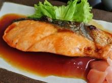 ปลาแซลมอนย่างซีอิ๊ว