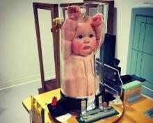 ทารกเข้าไปทำอะไรในหลอดแก้ว! ตอนแรกนึกโดนมรมาน แท้จริงแล้วคือเครื่อง...?