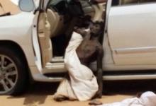 สยอง!หนุ่มขับรถหลงทางในทะเลทราย พอศพแห้งติดซากรถ
