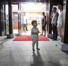 """พ่อแกล้ง """"ทิ้งลูกชาย4ขวบ"""" ไว้กลางห้าง ผลที่ได้กลับไม่เป็นไปตามที่คาด!!"""