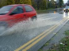 จะทำยังไงดีถ้าขับรถแล้วเจอน้ำท่วม 4 เทคนิคขับรถลุยน้ำ