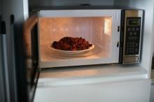 สาระน่ารู้!! การอุ่นอาหารเหลือต้องทำอย่างไรถึงจะปลอดภัยต่อสุขภาพเรา