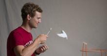 นกนั้นลอยกลางอากาศได้อย่างไร