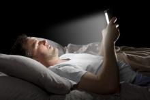 นักวิจัยเตือนไม่ควรอ่านหนังสือจากหน้าจอก่อนนอน