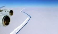 ภูเขาน้ำแข็งขนาดใหญ่กว่าภูเก็ต 10 เท่า แตกออกจากแอนตาร์กติกาแล้ว