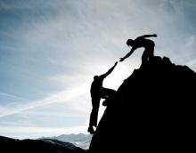 อย่าทิ้งคนที่ดึงคุณให้ลุกขึ้นยืน แล้วร้องไห้ให้คนที่ผลักคุณล้มลงไป