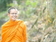 ยิ้มไว้ก่อน ท่าน ว สอนไว้! 8 วิธีสลายความเครียด สูตร ว.วชิรเมธี