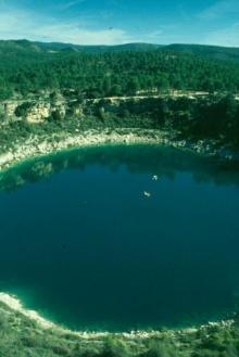 พบทะเลสาบที่ขั้วใต้ของไททัน