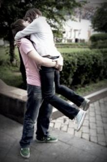 อ้างความสำคัญของการจูบกันเท่ากับ ฉีดวัคซีนป้องกันโรค