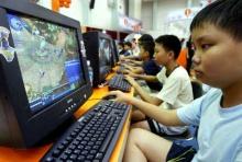 เด็กดูทีวีเล่นคอมพิวเตอร์นาน มีท่าทางทรงตัวผิดธรรมชาติ