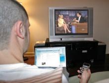 วัยรุ่นระวัง !! แชทมือถือและดูทีวีไปด้วยทำให้การเรียนไม่ดี