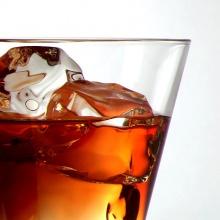 ดื่มกลางเสียงเพลงดังเร่งเมา ไม่ได้พูดคุยได้แต่ตั้ง หน้าดวดลูกเดียว