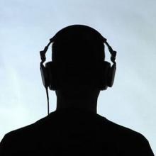 คนผอมแห้งแรงน้อยตอบสนองต่อเสียงต่างๆในระยะประชิดได้ดี