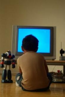 เตือนเด็กนั่งดูทีวี-เล่นเกมมากเกินไป เพิ่มเสี่ยงป่วยความดันสูง