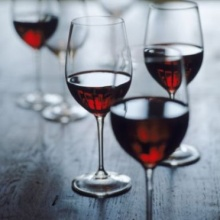 ไวน์แดงรักษาฟันสะอาด มีสารประกอบป้องกันแบคทีเรียไม่ให้จับเกาะ