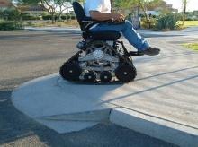 นวัตกรรมใหม่สำหรับผู้พิการ รถวีลแชร์ปีนบันไดได้