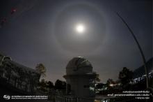 ดวงจันทร์ทรงกลดกระจ่างตาเหนืออุทยานดาราศาสตร์สิรินธร เชียงใหม่ (ชมภาพ)
