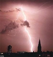 พบฟ้าผ่ายิ่งถี่-พายุยิ่งทวีความรุนแรง