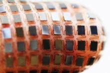 แบตเตอรี่และเซลล์พลังงานแสงอาทิตย์ที่ยืดได้ อีกระดับหนึ่งของเทคโนโลยีการสวมใส่ในอนาคต
