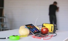 เจ๋งสุดๆ ชาร์จแบตเตอรี่ให้ Nokia Lumia 930 ด้วย แอปเปิล กับ มันฝรั่ง!