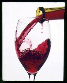 นักวิจัยเมืองเบียร์โจมตีเหล้าไวน์ กินแล้วทำให้มัน สมองหดเล็กลง