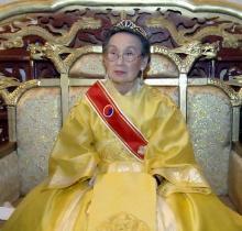 """หญิงสูงวัยตั้งตนเป็น """"จักรพรรดินีแห่งเกาหลี"""" โดยไม่ปรึกษาชาวบ้าน"""