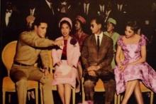 เมื่อราชาของปวงชนชาวไทยทรงพบกับราชาร็อคแอนด์โรล