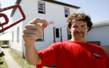 เรื่องจริง! ไคล์ แมคโดนัลด์ แลกบ้านด้วยคลิปหนีบกระดาษ เขาทำได้อย่างไร?