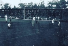 ภาพประวัติศาสตร์ การเล่นเทสนิสครั้งแรกในประวัติศาสตร์ไทย
