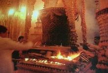 ภาพหาดูอยาก ขณะ ถวายพระเพลิงพระบรมศพ สมเด็จพระราชินี ใน ร.7
