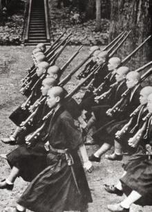 กองทัพธรรม ในประวัติศาสตร์ ญี่ปุ่น