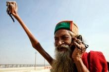 ศรัทธาแรงกล้า! นักบวชอินเดียไม่วางมือ เอาแต่ชูท่าเดียวมา 40 กว่าปี